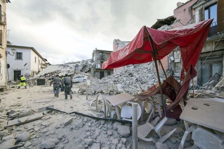 epa05508226 Search and rescue teams survey the rubble in Amatrice, central Italy, 24 August 2016, following a 6.2 magnitude earthquake, according to the United States Geological Survey (USGS), that struck at around 3:30 am local time (1:30 am GMT). The quake was felt across a broad section of central Italy, including the capital Rome where people in homes in the historic center felt a long swaying followed by aftershocks. According to reports at least 21 people died in the quake, 11 in Lazio and 10 in Marche regions. EPA/MASSIMO PERCOSSI NYTCREDIT: Massimo Percossi/European Pressphoto Agency