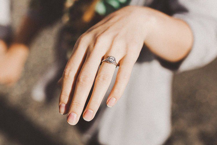 kiriman video sekaligus cincin darinya, leleh hati adek