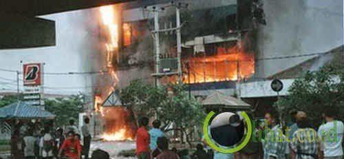 kebakarannya memang dahsyat banget, semoga nggak ada keluarga korban yang belum ikhlas