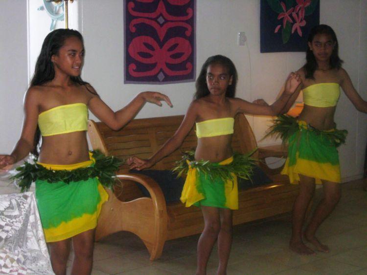 Gadis-gadis suku Mangaia.