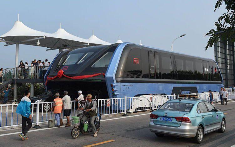 ini nih penampakan si bus raksasa