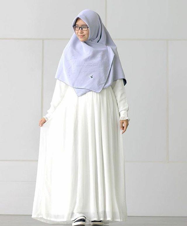 baju atau gaun longgar seperti inilah yang harusnya bernama jilbab.