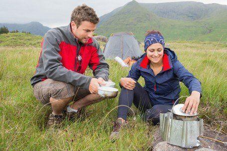 yang masak dua orang, lihat deh yang makan siapa duluan