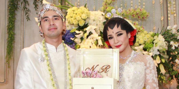 85144-1000xauto-pernikahan-artis-mewah