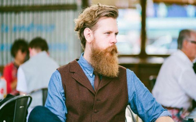 brewok hipster yang panjang hingga ke leher