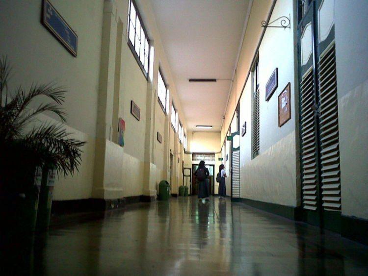 lorong lorong di dua SMA ini emang serem sih