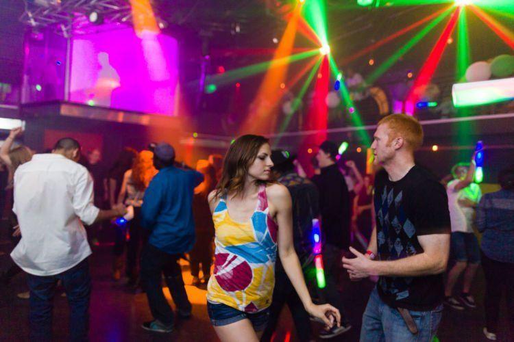 Jangan sendirian ke kelab malam!