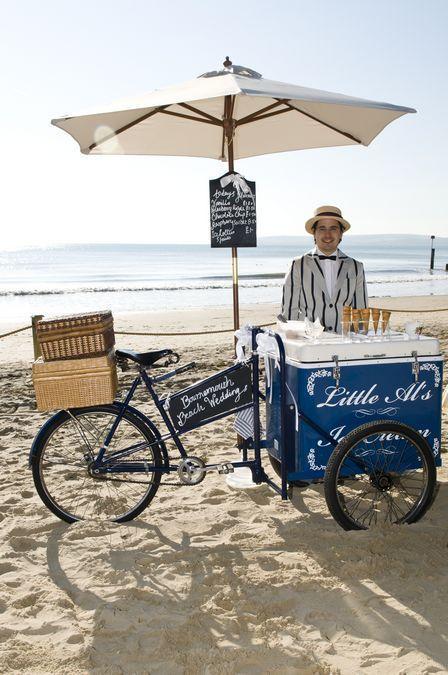 Lagi-lagi keselarasan kostum dengan food bike bikin konsep daganganmu menarik!