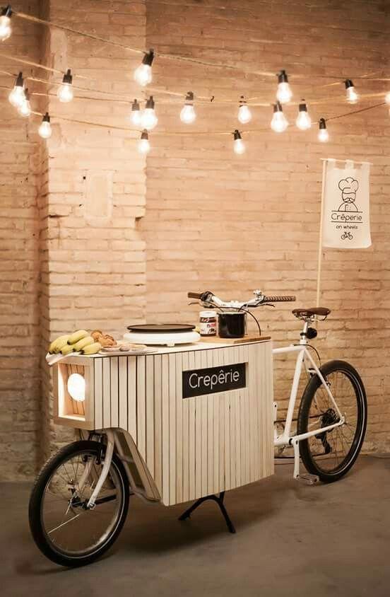 Jualan crape dengan food bike ini.