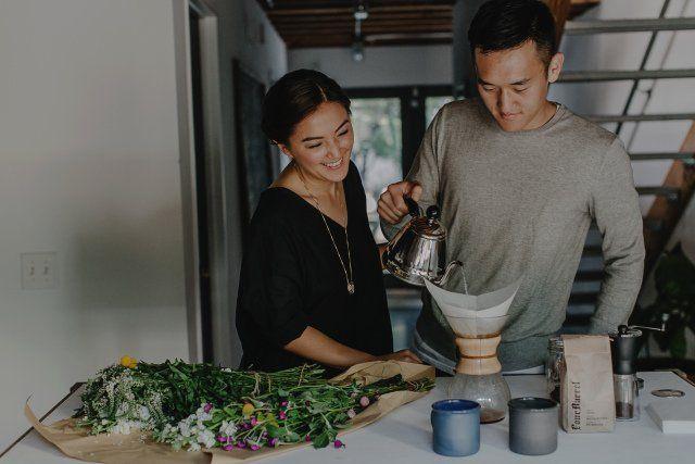 paham dengan kebiasaan atau hobi pasangan