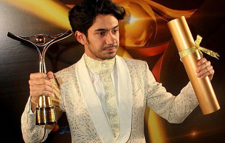 Reza Rahadian, salah satu aktor sukses yang punya media sosial.