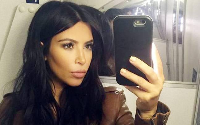 Kim tergolong seleb yang sering update di akun media sosialnya.