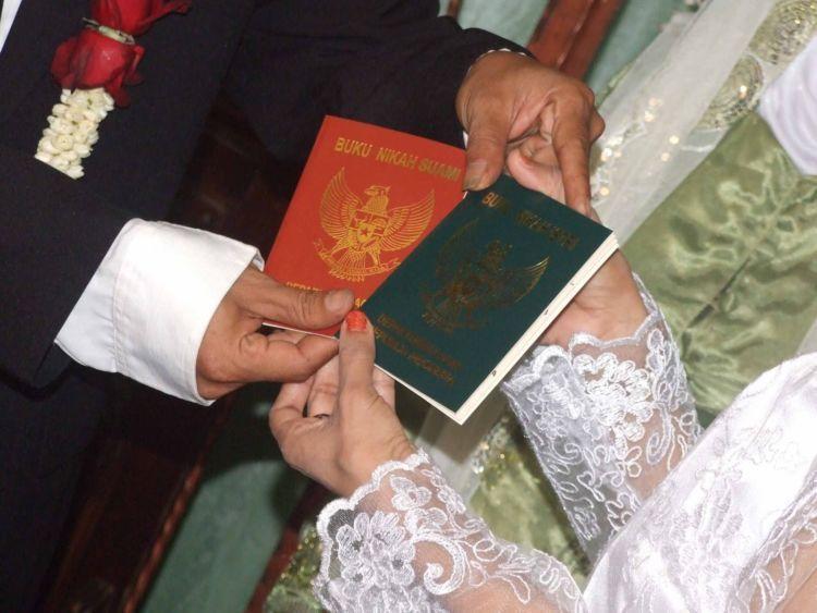 Merelakan istri untuk kawin kontrak?
