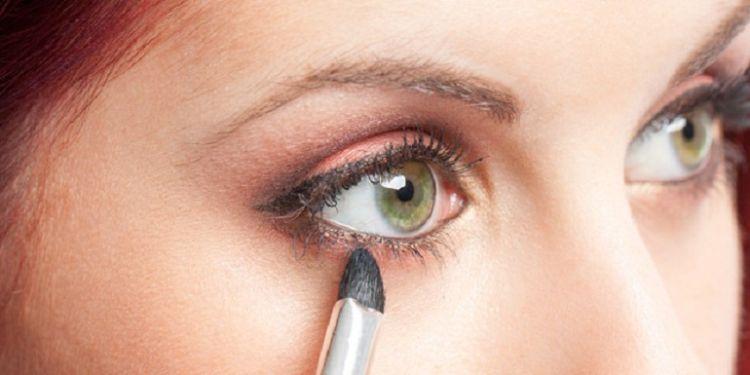 sesuaikan dengan make up, ya~
