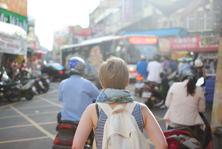 Traveling juga obat patah hati yang mujarab.