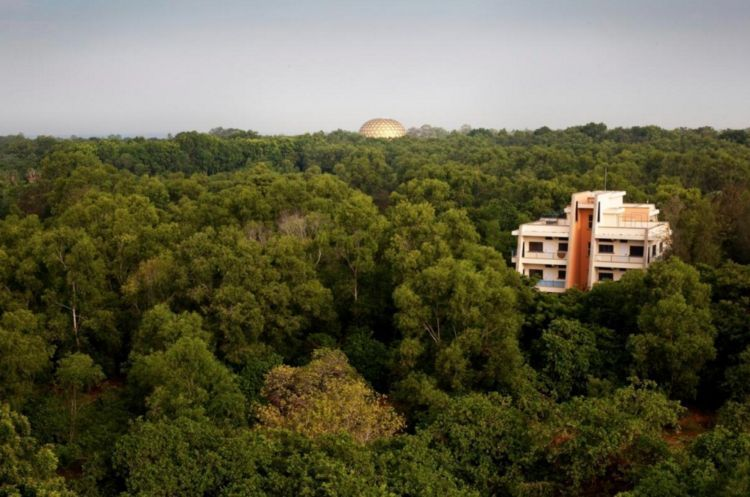Kubah Emas, Depok Auroville.