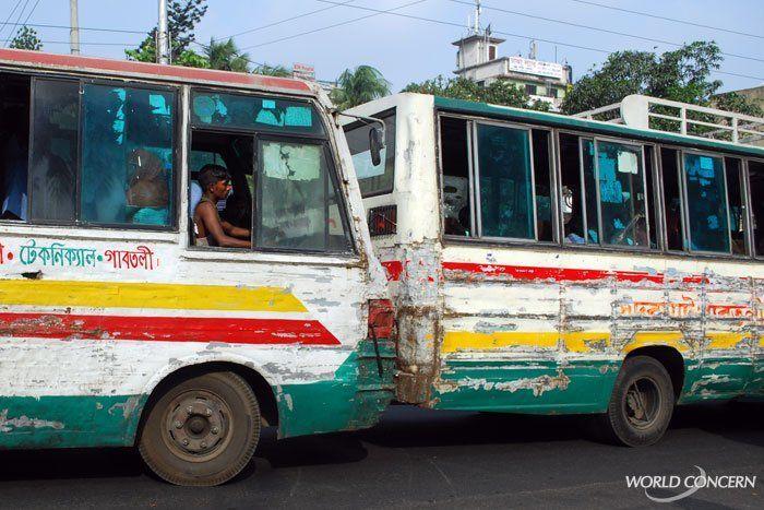 bagusan bus kota di kotamu, kan?