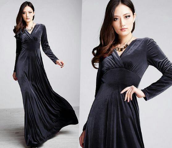bukankah long dress beludru bisa jadi pertimbangan?