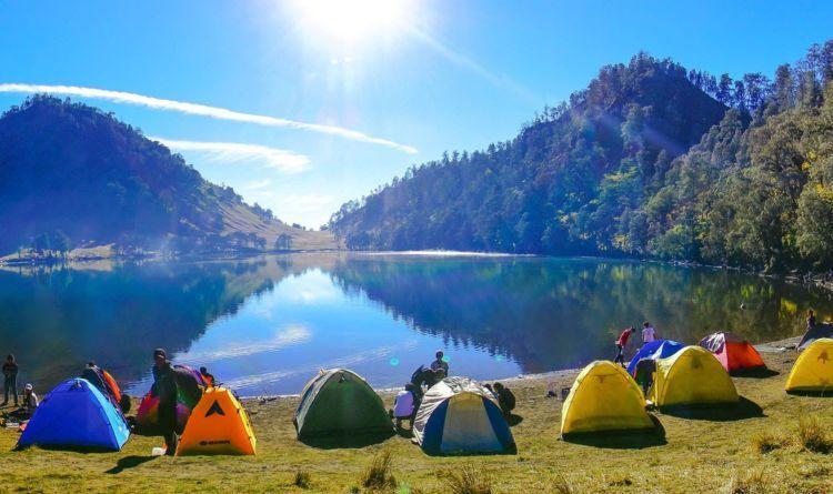 pemandangan pinggir danau