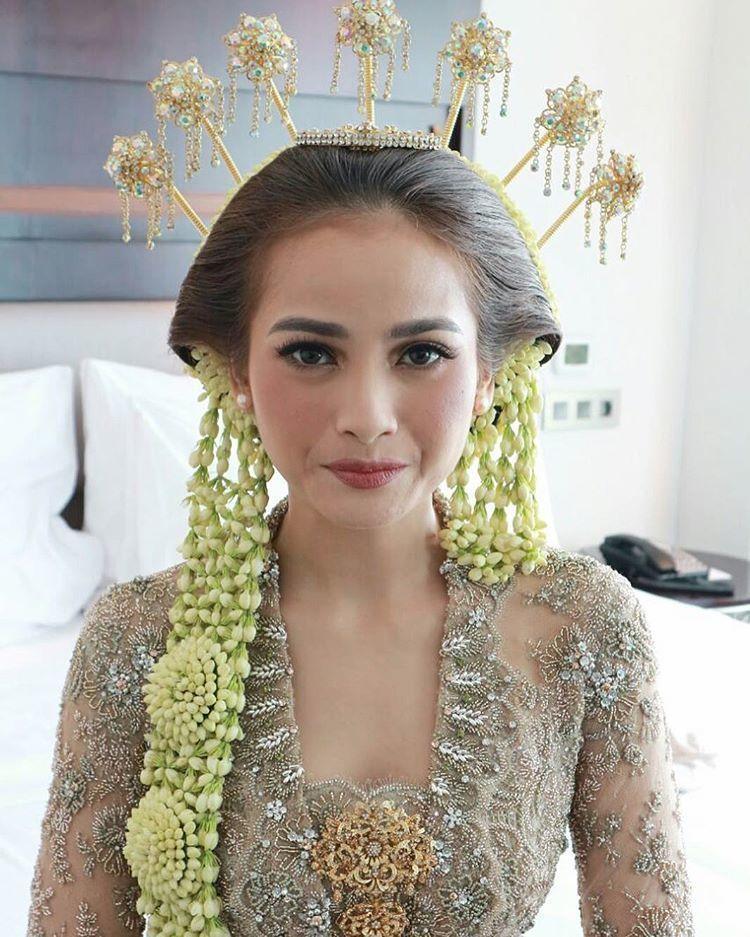 Acha Septriasa di hari pernikahannya