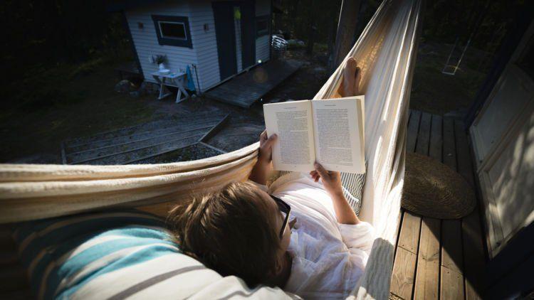 Menyelesaikan buku bacaan