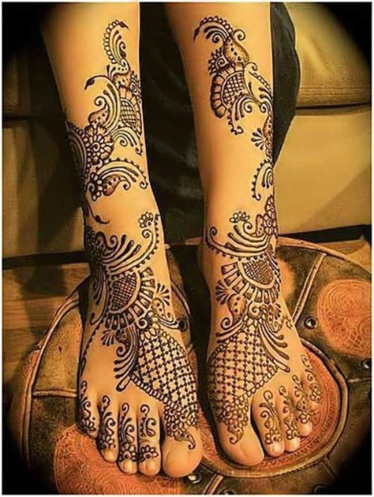 inai-henna-cantik-di-kaki-pengantin-wanita1