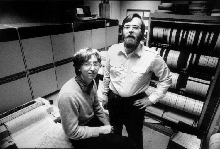 Gates dan rekannya saat merintis Microsoft.