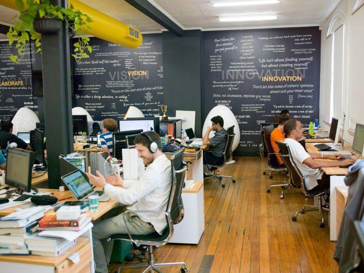 Supaya tergerak punya startup sendiri.