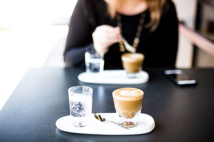 Secangkir kopi itu saja haragnya bisa lima puluh ribu lebih