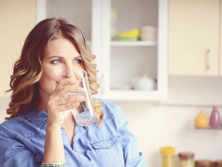 biasakan minum air mineral dulu ya