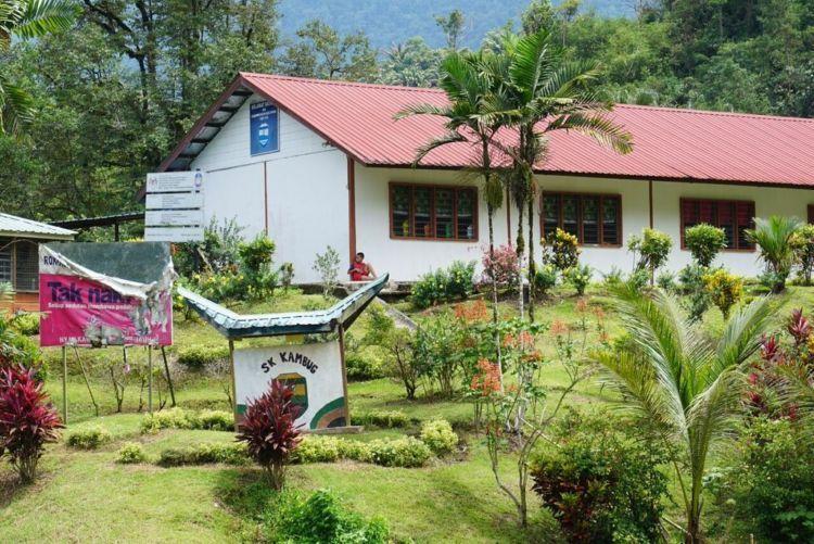 sekolah di perbatasan Malaysia