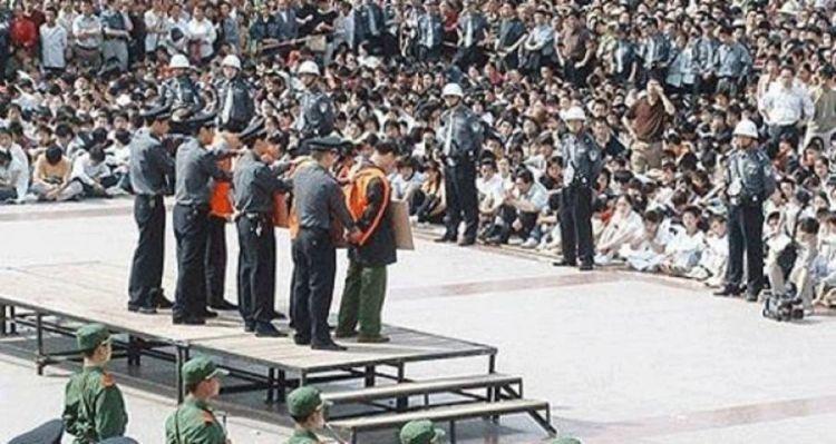 Eksekusi publik di Cina