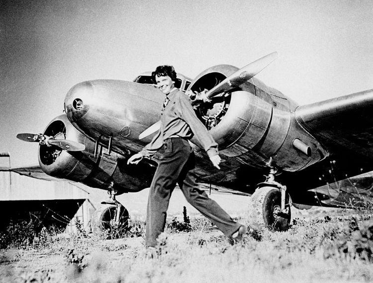 Amelia Earhart dan pesawatnya