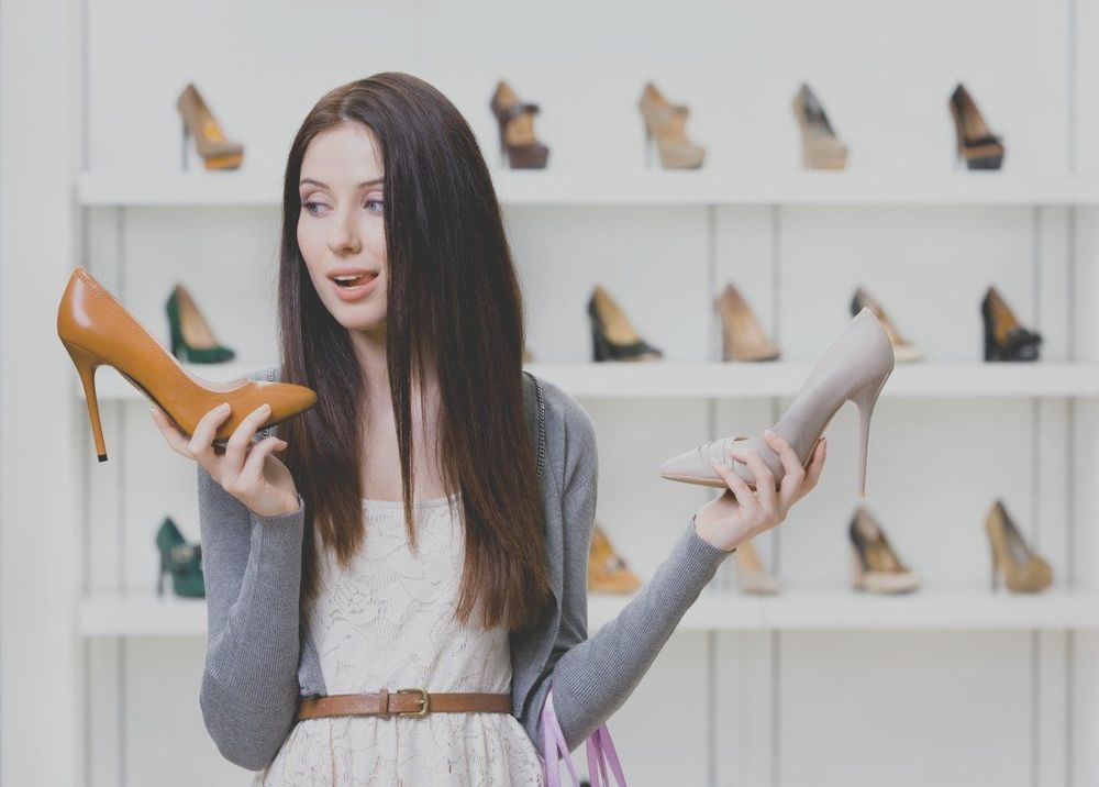 Sepatu juga sama aja. :|