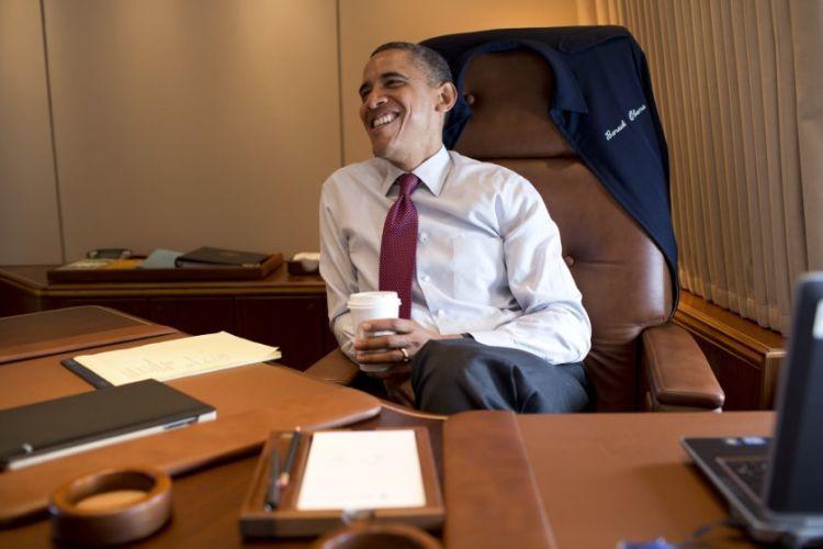 2012 itu masa kampanye dan Obama juga terpilih jadi Time Person of the Year. Wajar jika bahagia.