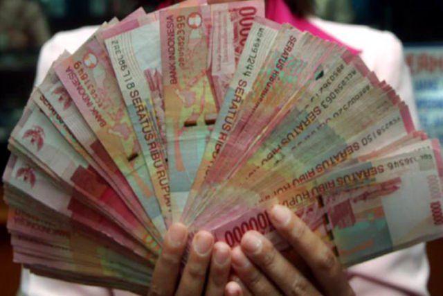 Uang tentunya