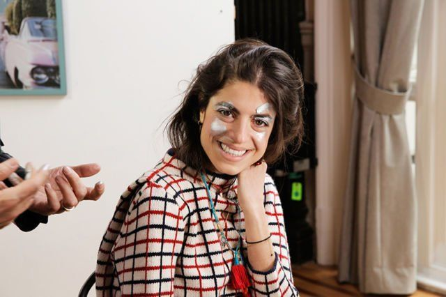 Mencoba make-up karena kamu biasanya adalah no-make-up girl
