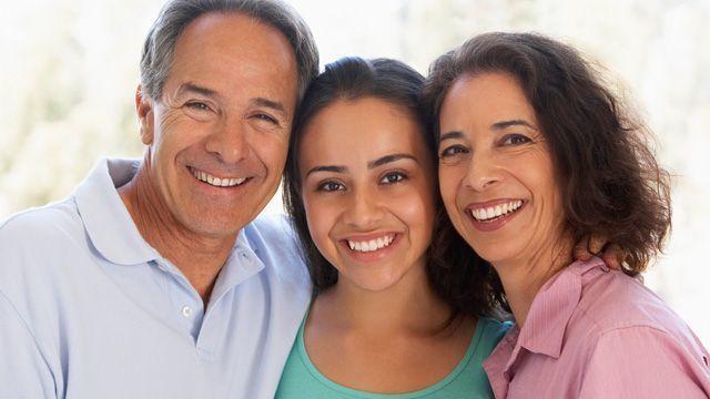 Kamu dan orang tuamu bahagia