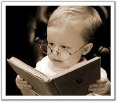 Bayi sedang membaca