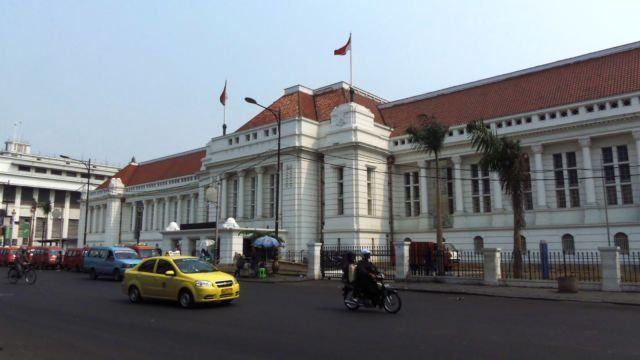 Tampak depan Museum Bank Indonesia yang megah