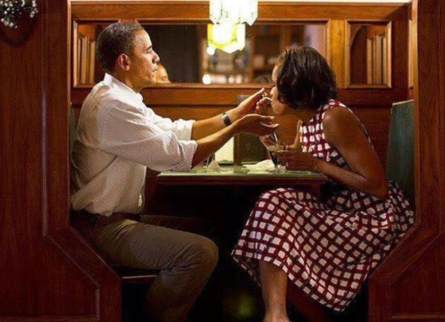 Barack-Obama-dan-Istri-makan-di-restoran-sederhana
