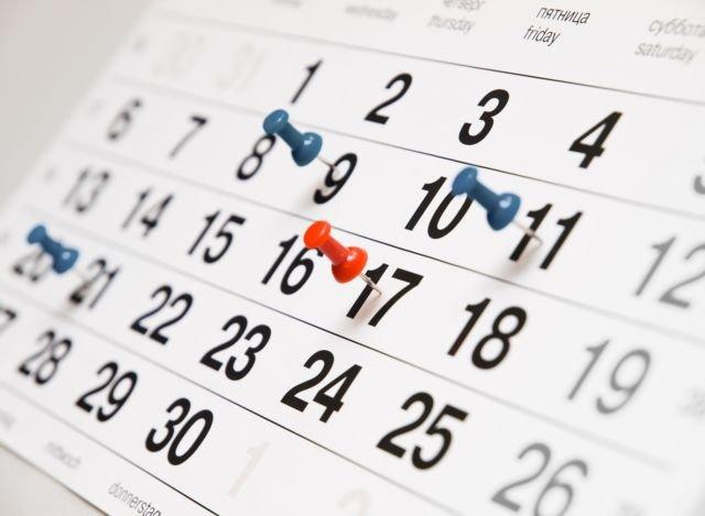 Walaupun sepele, melihat kalender itu penting.