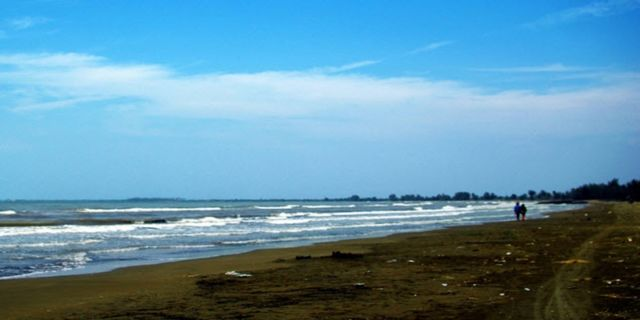 Mirip kaya Pantai Widuri deh pokonya