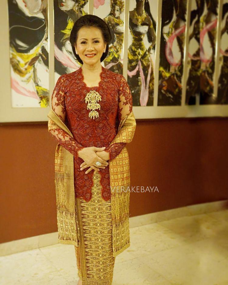 Baju Batik Modern Untuk Orang Tua: 12 Inspirasi Kebaya Untuk Mama Di Hari Pernikahanmu