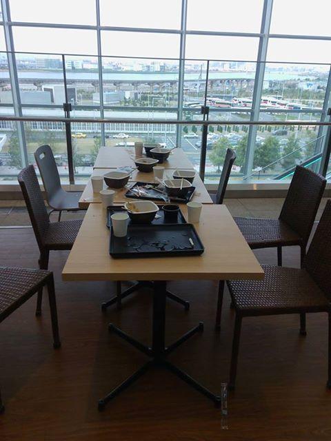 Wah, Kita Bisa Dikira Norak, Orang Indonesia Ini Viral Karena Mejanya Berantakan Usai Makan di Tokyo