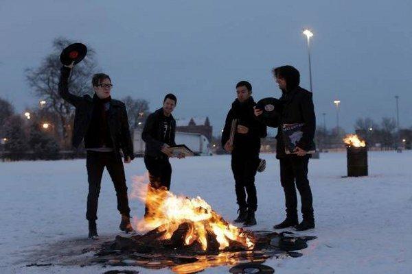 Fall Out Boy udah dibentuk sejak 2001 loh
