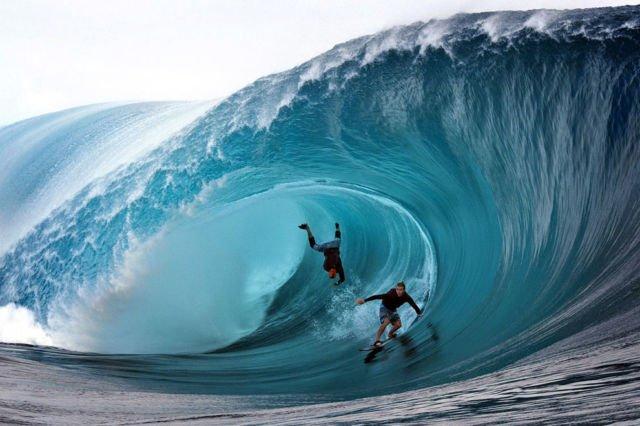 surfing di Pantai Plengkung