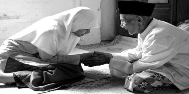 Mohon Doa kepada Orang Tua