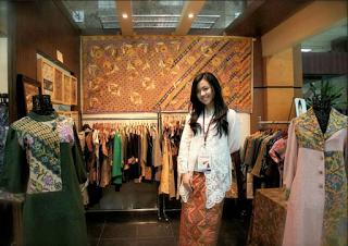 Dea Valencia Owner butik batik kultur