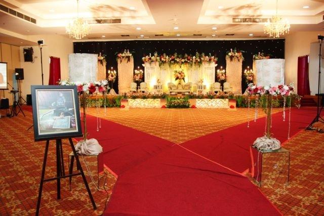 Menikah di gedung adalah impian semua calon pengantin